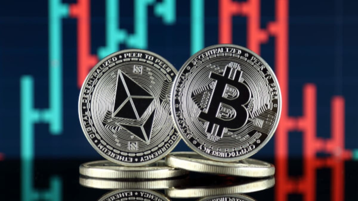 Global Cryptocurrency Market Cap Tops $2 Trillion for the First Time